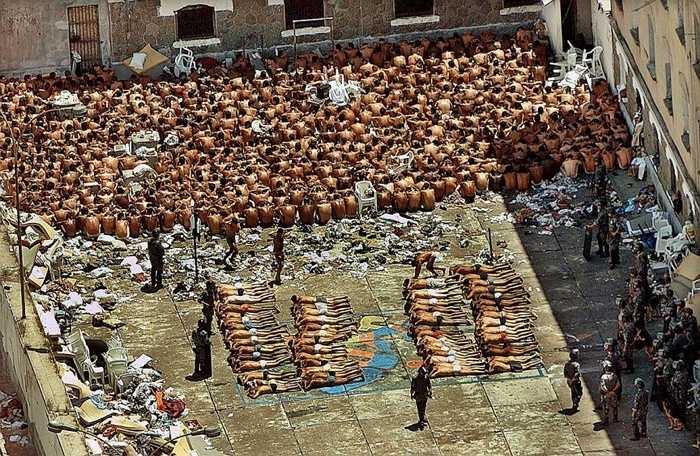 Nhà tù Carandiru. Nhà tù Brazil này nổi tiếng từ năm 1992 với vụ thảm sát 102 tù nhân sau một vụ bạo loạn. Hơn thế nữa, tỷ lệ nhiễm HIV ở đây khiến nhiều người giật mình: 1/5 người dương tính. Và đó là lý do biến nơi này thành địa ngục khủng khiếp nhất thế gian cho những tên tội phạm quốc tế
