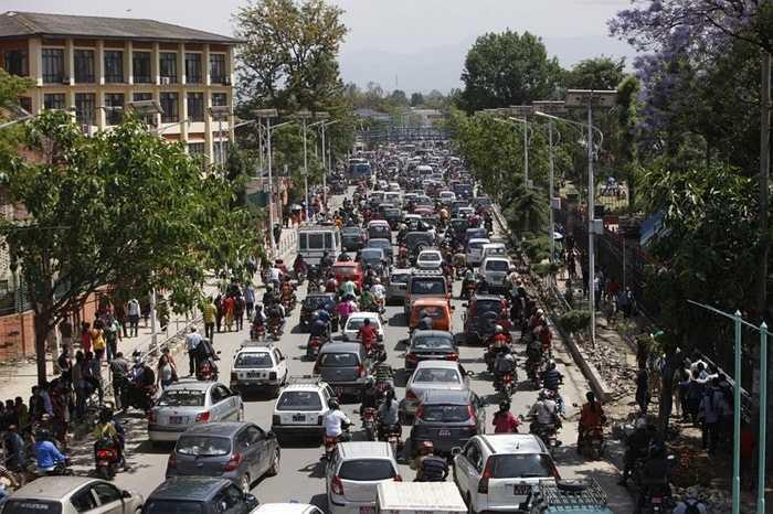 Tắc nghẽn giao thông sau trận động đất mạnh