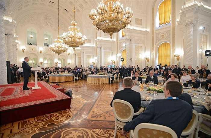 Tổng thống Nga Vladimir Putin phát biểu tại lễ tiếp nhân dịp kỷ niệm 70 năm Chiến thắng trong Chiến tranh Vệ quốc Vĩ đại
