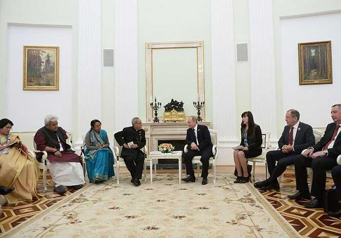 Tổng thống Nga Vladimir Putin và Tổng thống Ấn Độ Pranab Mukherjee trong cuộc gặp tại điện Kremlin
