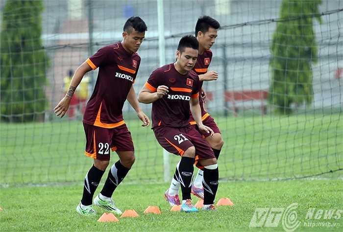 Sau một ngày xả hơi, các cầu thủ U23 Việt Nam tiếp tục bắt tay vào tập luyện vào sáng nay 12/5. Có 1 điểm khác so với những hôm trước là sáng nay, các cầu thủ chấn thương được cho tập riêng (Ảnh: Quang Minh)