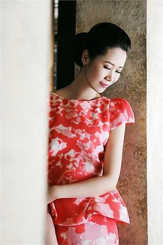 Sau khi giành danh hiệu Hoa hậu thân thiện và đạt được một số thành công nhất định trong lĩnh vực giải trí, Dương Thuỳ Linh chọn cho mình một cuộc sống êm đềm bên gia đình của một người phụ nữ truyền thống.