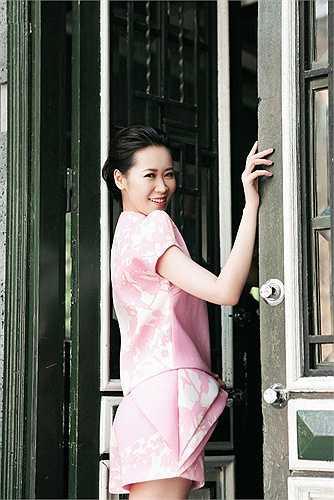 Ngắm bộ ảnh mới nhất của Dương Thùy Linh, nữ tính và dịu dàng.