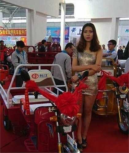 Đây là lần hiếm hoi một sự kiện liên quan tới xe 3 bánh có sự góp mặt của những người mẫu như vậy nên thu hút mối quan tâm của khá nhiều khách tham quan.