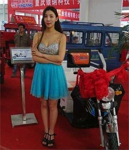 Có vẻ như các 'bóng hồng' ở Hà Nam vẫn may mắn hơn nhiều so với các đồng nghiệp của họ ở Thượng Hải – những người đang thất nghiệp và phải biểu tình phản đối luật cấm thuê mẫu sexy tại các triển lãm ô tô, xe máy.
