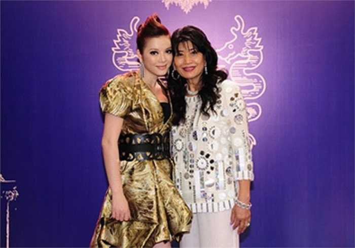 'Kiều nữ kim cương' còn có một mẹ nuôi khác là tỷ phú Alice Chiu.