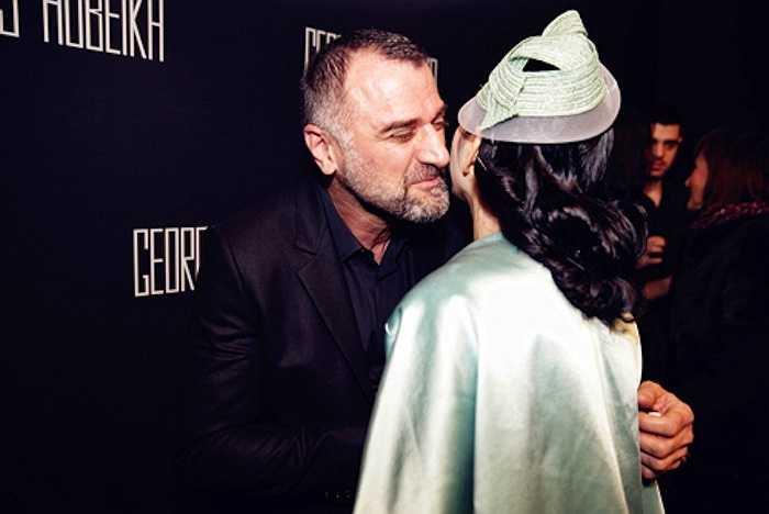 'Bà chủ hiệu kim cương' nổi bật với 'cây đồ hiệu' tại show diễn của thương hiệu Georges Hobeika trong khuôn khổ Tuần lễ thời trang Paris 2014.