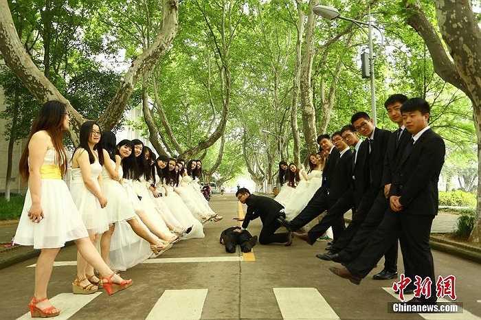 Bộ ảnh kỷ yếu tốt nghiệp đầy tính sáng tạo của sinh viên trường đại học An Huy, tỉnh An Huy, Trung Quốc.