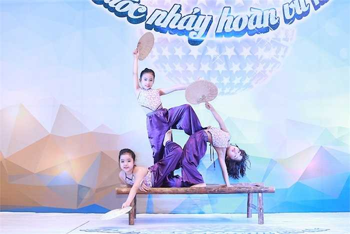 Trong 2 ngày sơ tuyển, có hơn 500 thí sinh, nhóm nhảy nhí tranh tài với các thể loại Ballet, Múa, Dancesport, Hiphop, Belly dance…