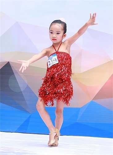Bước nhảy hoàn vũ nhí năm nay hội tụ nhiều điều đặc biệt.
