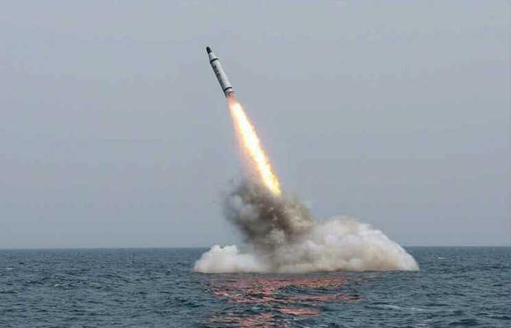 Tên lửa đạn đạo Triều Tiên phóng đi từ tàu ngầm