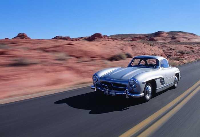 Sự xuất hiện của Mercedes-Benz 300SL tại thời điểm ấy như một ngôi sao vụt sáng trên bầu trời. Không những thế, dù đến từ Đức nhưng 300SL đã được 'sửa sang' đôi chút để phù hợp hơn với thị hiếu người Mỹ.