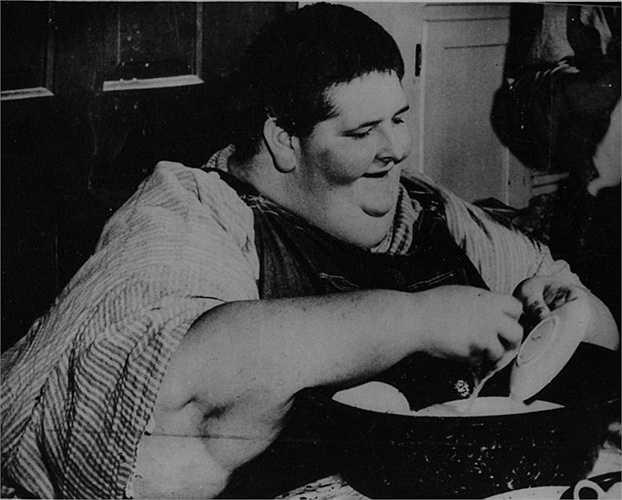 Robert Earl Hughes - 485 kg. Sinh năm 1926, Hughes được cho là người nặng cân nhất vào thời của mình. Ông qua đời vào năm 1958 sau khi bị phát hiện mắc bệnh sởi và biến đổi thành nhiễm độc niệu
