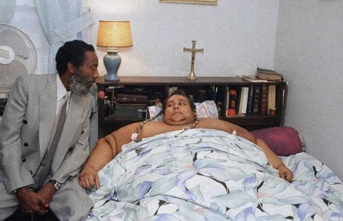 Walter Hudson - 543 kg. Walter Hudson sinh năm 1944 tại New York, Mỹ. Ông đang nắm giữ kỷ lục Guinness về vòng eo lớn nhất thế giới với mức 119 inches. Ông qua đời vào năm 1991 vì bệnh tim