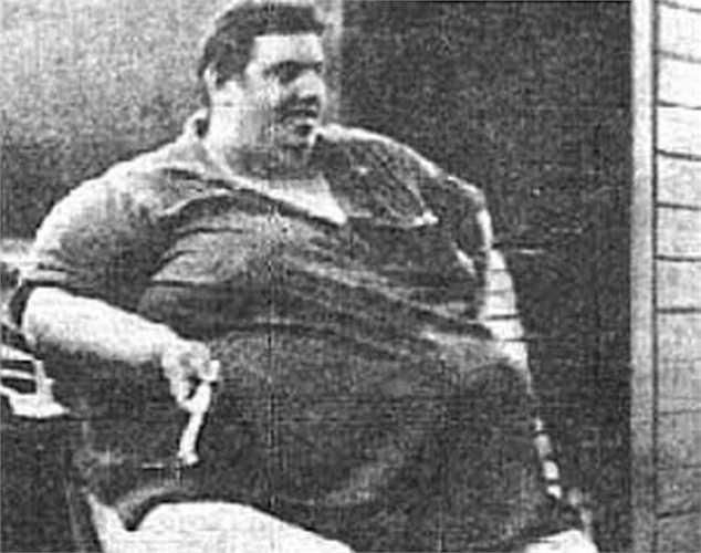 Jon Brower Minnoch - 634 kg. Người đàn ông nặng cân nhất thế giới sinh năm 1941 và cho đến này vẫn chưa ai có thể phá được kỷ lục 634kg của ông nắm giữ. Ông qua đời năm 1983 sau khi đã nỗ lực giảm được 361 kg