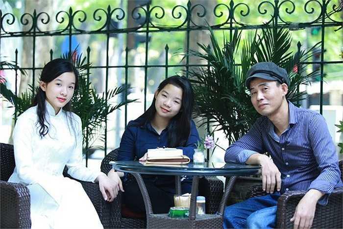 Sinh ra trong một gia đình có truyền thống nghệ thuật, Tú Linh và Thái Phương không chỉ thừa hưởng tài năng của con nhà nòi mà còn giống mẹ ở vẻ xinh đẹp, đằm thắm.