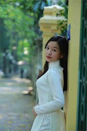 Tú Linh có nhiều nét giống mẹ Thanh Thanh Hiền.