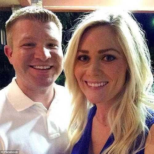 Tawny và chồng hạnh phúc hồi chị chưa mắc bệnh. Nói với báo chí, bà mẹ trẻ này kêu gọi mọi người không nên sử dụng giường tắm nắng nhân tạo thường xuyên vì có thể gây ung thư da.