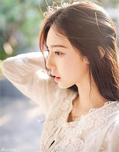 Cô được mệnh danh là hoa khôi của Đại học Hạ Môn.