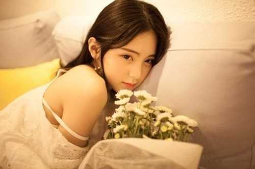 Cô từng tham gia trên dưới 10 cuộc thi lớn nhỏ và đạt không ít giải thưởng.