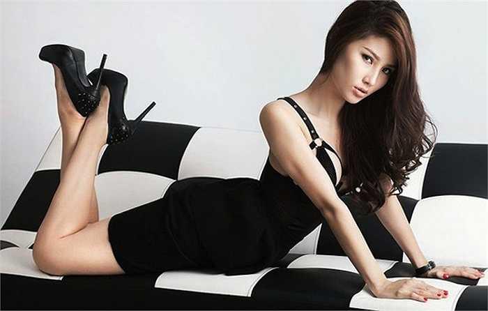Người đẹp khoe đường cong quyến rũ trong một bức ảnh thời trang.