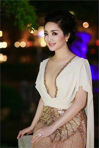 Dù đã ngoại tứ tuần nhưng Hoa hậu đền Hùng Giáng My cũng không hề kém cạnh các 'đàn em' về độ gợi cảm.