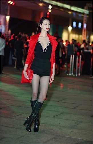 Khi tham dự các sự kiện của giới giải trí, Khánh My cũng luôn giữ phong cách sexy.