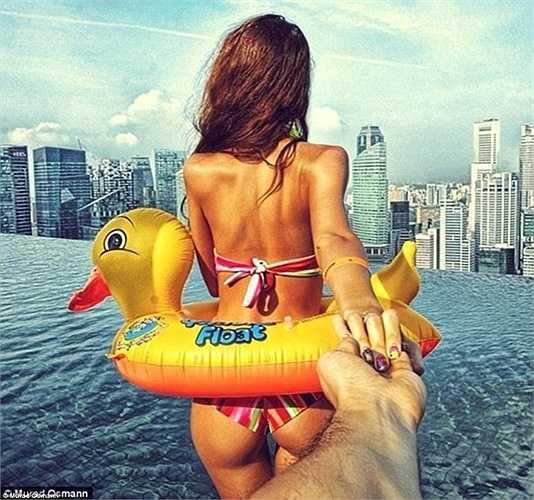 Nhiếp ảnh gia người Nga cũng ghi lại từng khoảnh khắc hạnh phúc bằng những tấm ảnh khi được cùng người vợ thân yêu đến thăm những địa điểm thú vị.