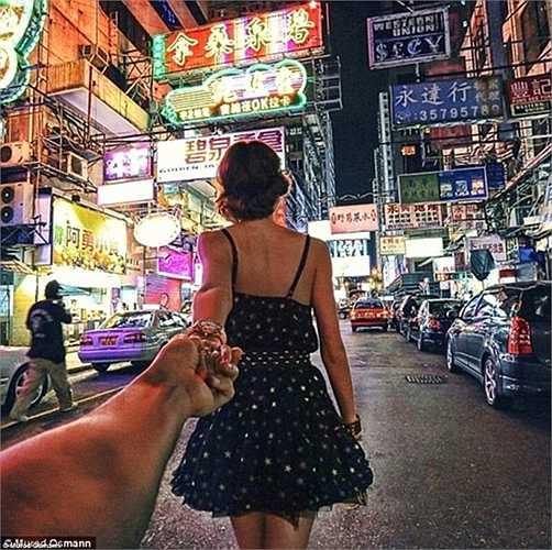 Hình ảnh chụp thành phố Hồng Kông rực rỡ đèn màu.