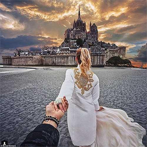 Hai vợ chồng đã chụp được bức ảnh ấn tượng khác trên đảo Mont-Saint-Michel ở biển Normandy, Pháp.