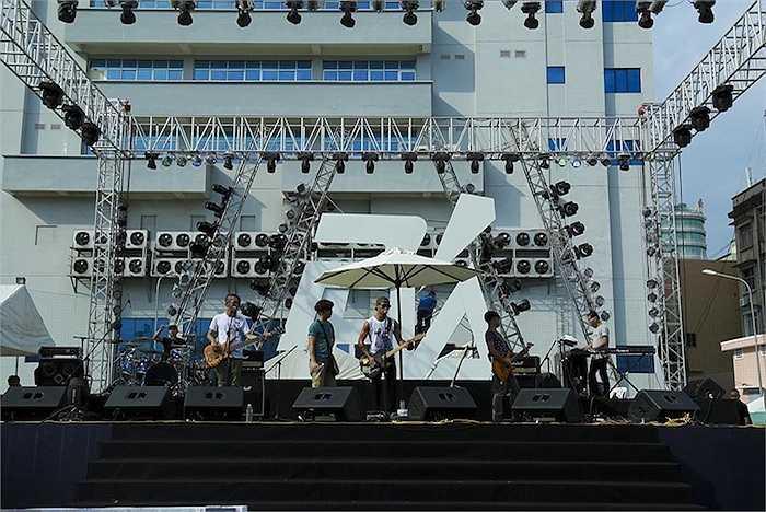 Với Live Concert 'Phá', Phạm Anh Khoa sẽ có nhiều phần trình diễn solo bên cạnh những màn kết hợp với Microwave, Paradise…