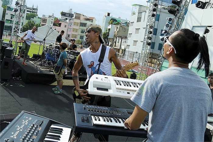 Sẵn sàng đối mặt với mọi khó khăn, sự cố có thể xảy ra trong Live Concert, Phạm Anh Khoa chia sẻ anh sẽ dùng chính âm nhạc để mang tới cho khán giả những khoảnh khắc khó quên với 'Phá'.