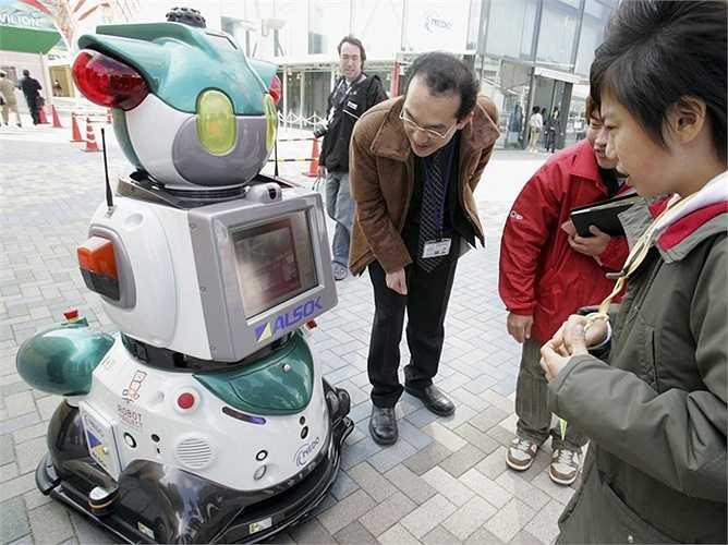 Nhân viên an ninh: Bob - loại robot có khả năng bảo vệ an ninh tại trụ sở văn phòng tuần tra và quét phòng sử dụng cảm biến 3D và máy quay HD. Dù thông minh nhưng các chuyên gia nhấn mạnh rằng Bob chỉ nên hỗ trợ thêm cho các đội an ninh chứ không nên thay chỗ con người hoàn toàn.