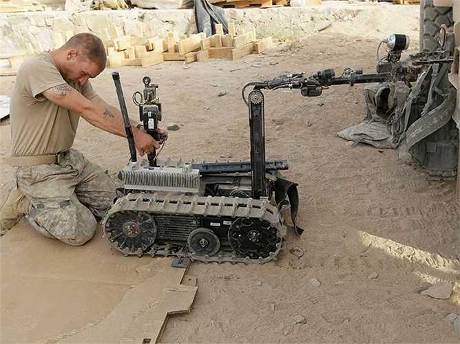 Lính chiến: 'Talon robot' là một loại robot chiến đấu đã phục vụ trong quân đội từ năm 2000. Gần đây hơn, những người lính robot đang được phát triển và thử nghiệm nhiều hơn. Trong vòng chưa đầy 30 năm nữa, robot có thể sẽ thay thế một phần tư lượng lính chiến đấu hiện nay.