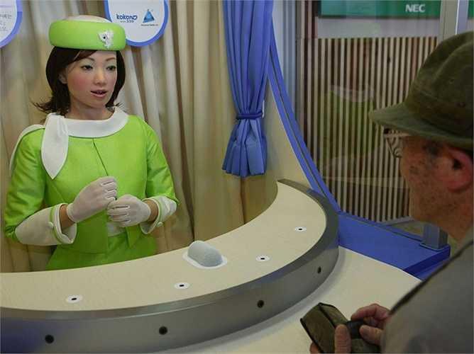 Lễ tân: các công ty văn phòng đang hy vọng sẽ cắt giảm được chi phí thuê lễ tân bởi loại robot như 'thư ký' Saya, khi chúng có thể trả lời câu hỏi và thậm chí còn tổ chức một cuộc hội thoại cơ bản với 300 câu và 700 cụm từ từ vựng.