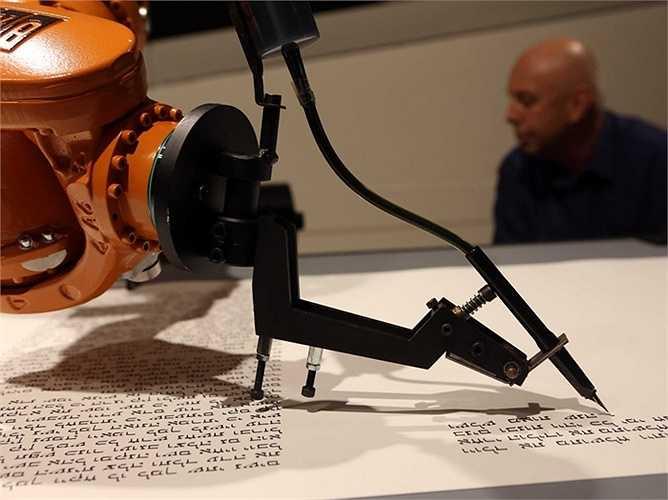 Nhà báo: Tờ AP đã dùng các con robot để tự sản xuất được hơn 3.000 'câu chuyện' về thu nhập của các doanh nghiệp tại Mỹ, kể từ tháng 6/2014. Những bài báo viết tự động cũng có lỗi ít hơn so với bản cầm tay hoặc văn bản.