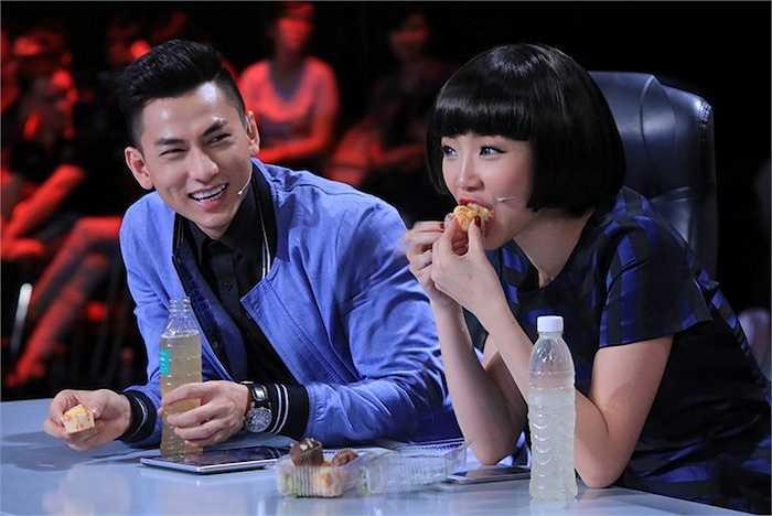 Tóc Tiên tự nhiên ăn trên sóng truyền hình.
