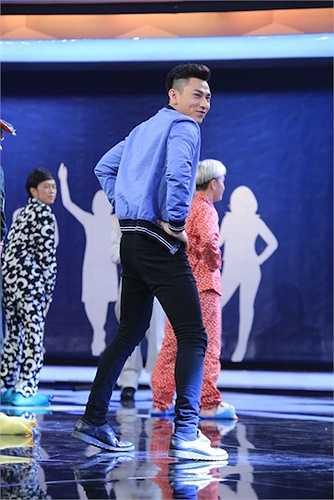 Điệu nhảy lắc hông của Issac từng gây 'bão' được tái hiện trên sân khấu 'Người bí ẩn'.