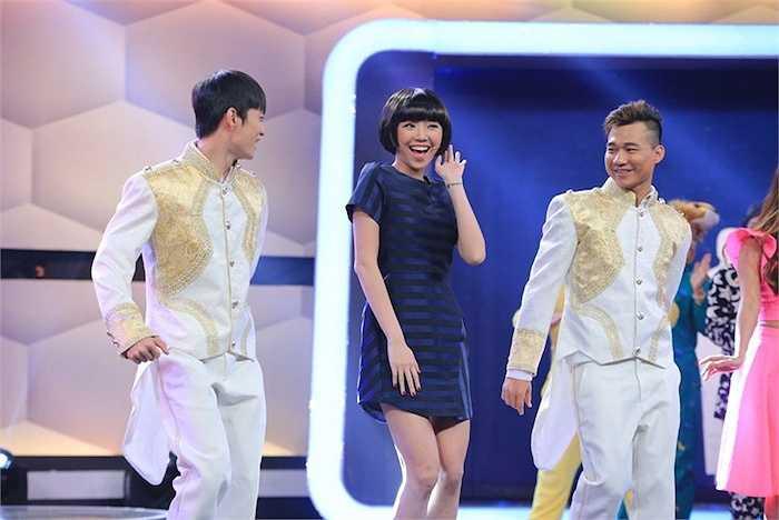 Vẻ tươi trẻ của Tóc Tiên cuốn hút khán giả.