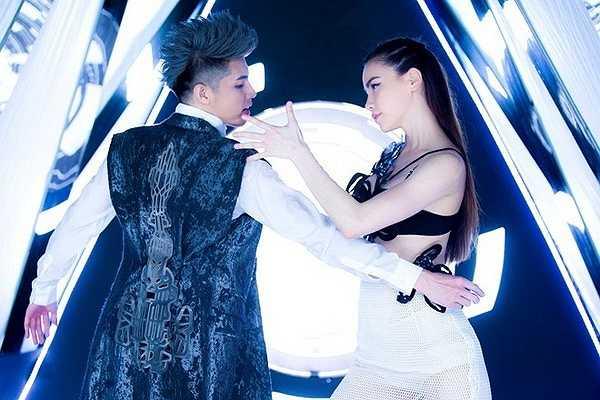 Sau thành công của bản hit Nỗi nhớ đầy vơi cách đây 4 năm, Hồ Ngọc Hà và Noo Phước Thịnh tiếp tục bắt tay hợp tác trong ca khúc Em đi tìm anh. Lần đầu giới thiệu trong đêm Gala tổng kết tour diễn xuyên Việt của nữ ca sĩ vào cuối tháng 4, ca khúc nhận được nhiều sự ủng hộ của khán giả.