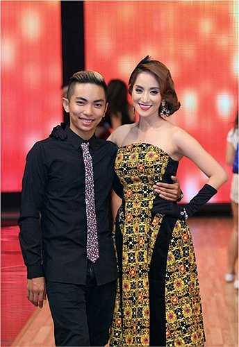 Hiện tại, Khánh Thi đang mang bầu ở những giai đoạn cuối, người đẹp vẫn luôn có Phan Hiển chăm sóc, ở bên.