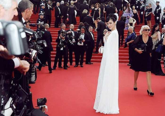 Cùng ngắm thêm những hình ảnh của Lý Nhã Kỳ tại lễ khai mạc LHP Cannes: