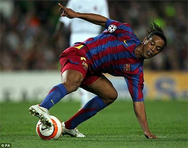 Đội hình năm ấy của Frank Rijkaard sở hữu ngôi sao số 1 Ronaldinho. Chính Ro 'vẩu' là nguồn cảm hứng giúp Barca có danh hiệu cao quý thứ 2 trong lịch sử