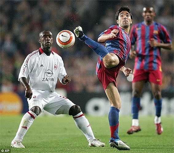 Tuy nhiên đội hình năm ấy của Barca không thực sự được đánh giá cao. Trong 11 cái tên thường đá chính, chỉ có Ronaldinho, Eto'o, Deco ở đẳng cấp thế giới