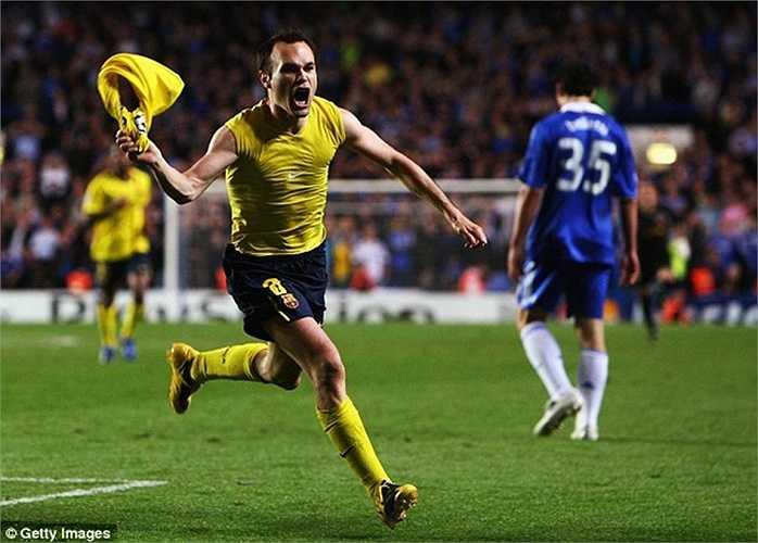 Bước ngoặt quan trọng trong chiến dịch năm ấy là cú vô-lê lịch sử của Iniesta vào lưới Chelsea ở trận bán kết lượt về