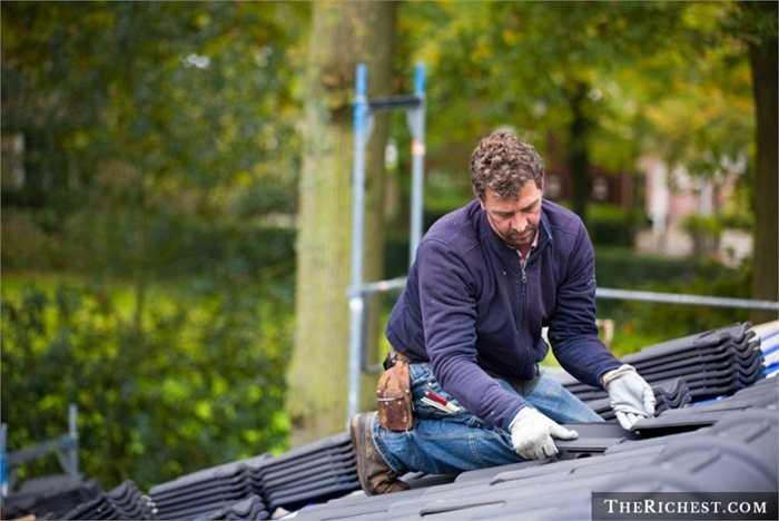 Người sửa chữa mái nhà. Tỷ lệ tử vong: 40,5/100.000 - Leo trèo, làm việc trên những nóc nhà cao mang tới nguy cơ trượt ngã dẫn đến chấn thương hoặc tử vong cho người theo nghề này