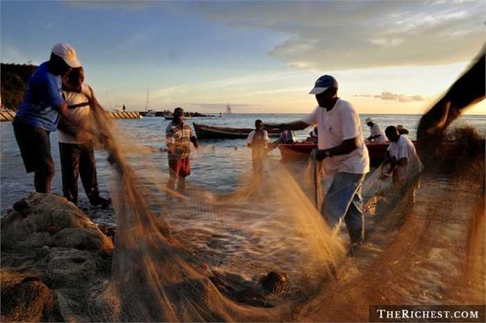 Ngư dân. Tỷ lệ tử vong: 127,3/100.000 - Biển khơi bao la có thể là điểm tựa cho cuộc sống của ngư dân nhưng cũng có thể là mồ chôn của họ một cách nhanh chóng