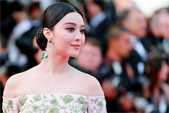 Rạng sáng 14.5 (theo giờ Việt Nam), lễ khai mạc thảm đỏ LHP Quốc tế Cannes lần thứ 68 chính thức diễn ra tại Pháp. Hoa đán Phạm Băng Băng tiếp tục là tâm điểm chú ý của truyền thông châu Á lẫn thế giới.
