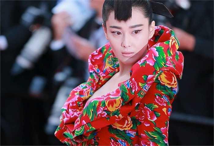 Vẻ đẹp sắc lẹm của Trương Hinh Dư.  (Trung Ngạn)