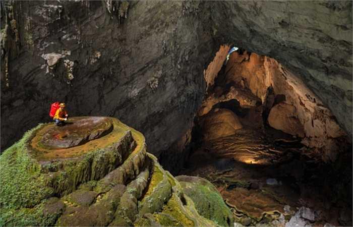 Hang Sơn Đoòng thuộc quần thể hang động Phong Nha - Kẻ Bàng, tọa lạc tại xã Sơn Trạch, huyện Bố Trạch, tỉnh Quảng Bình của Việt Nam